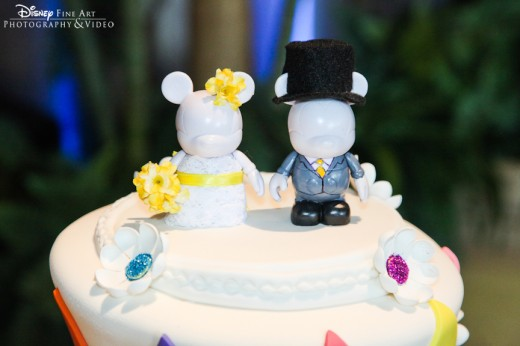 Vinylmation cake topper that looks like the bride and groom